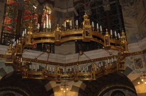 "the ""corona"" or crown chandelier at Aachen cathedral"